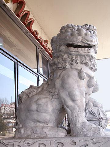 Watching Lion 01