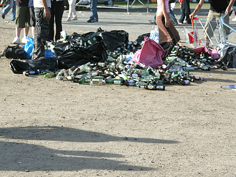 Collecting Bottles with refundable Deposit