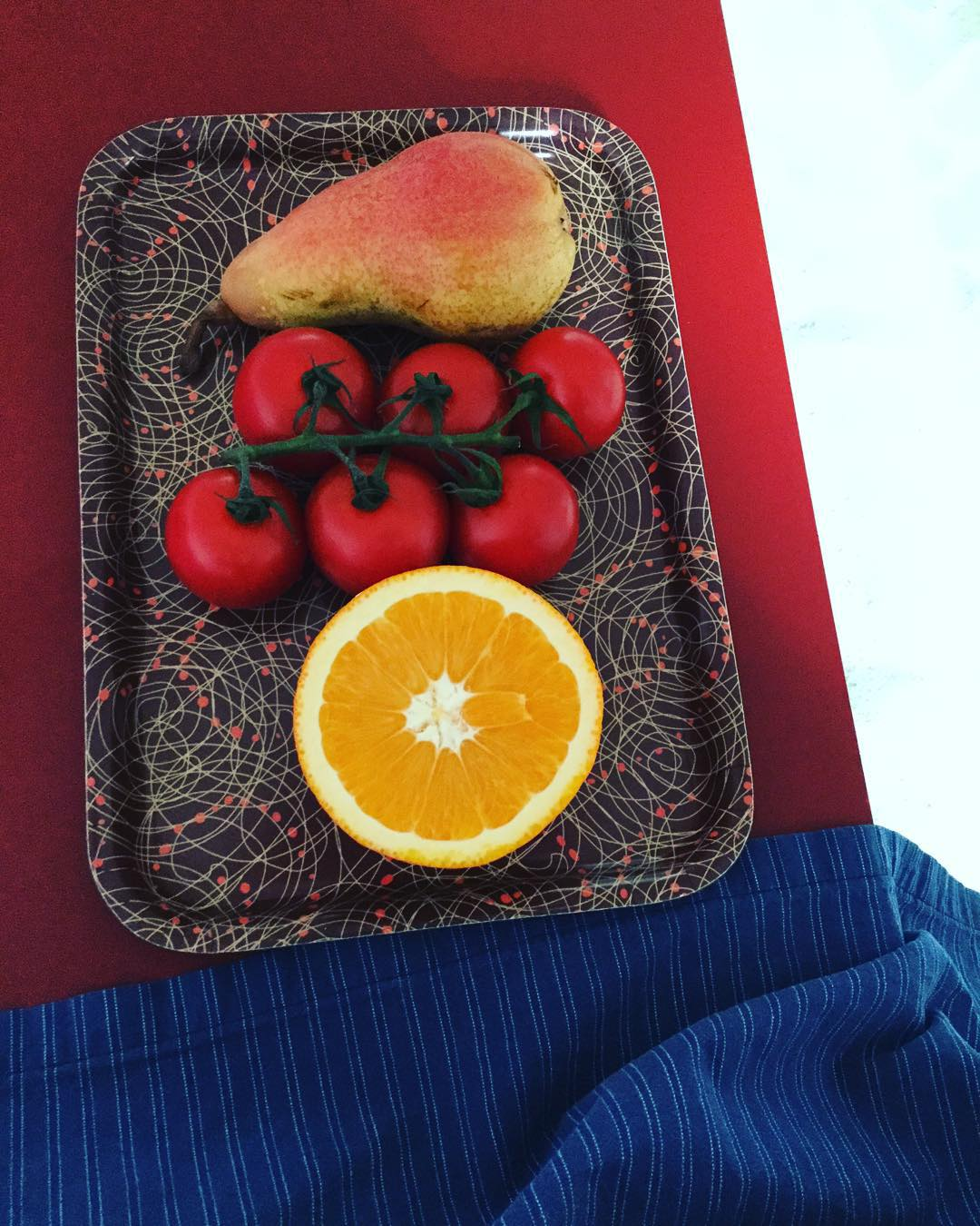 the pear, the tomatoes and the orange